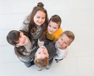 Niños optimistas son más buenos en el colegio y tienen mejor salud