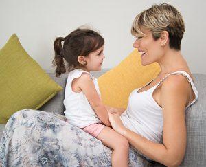 hablar a tus hijos constantemente